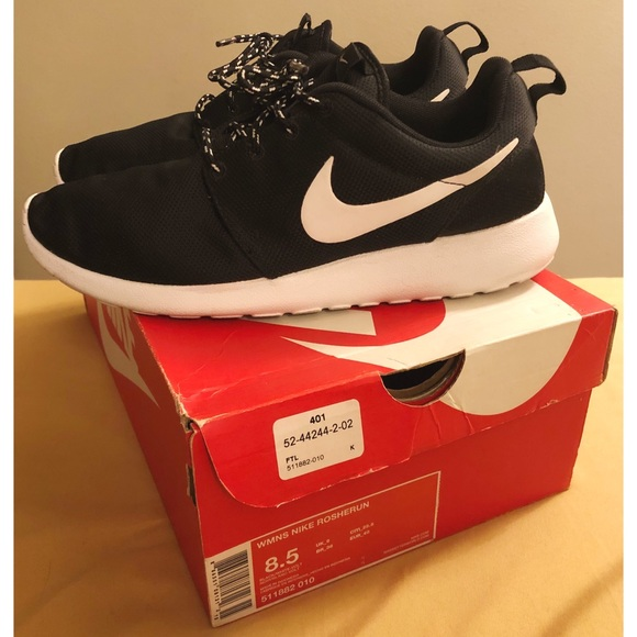 9a8a0f27f3e Nike Roshe Run in Black   White   Volt. M 5c5136b4bb761590013b108f